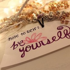 yourself-quotes-attitude-be-yourself-handwriting-jewellery-message-Favim.com_